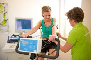Leistungs-EKG auf Fahrradergometer